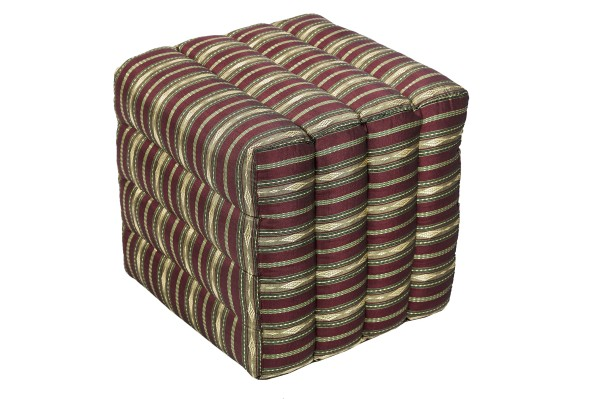 Würfelförmiges Kissen 40x40x40 cm (Silklook Stripes rot)